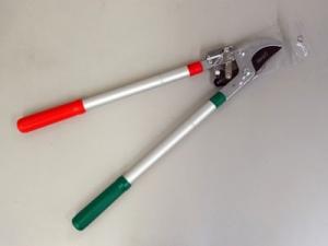 Сучкорез с Телескопическими рукоятками и храповым механизмомтолщина резки 25-28мм.